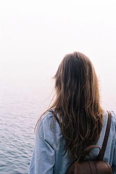 chica de espaldas mirando al lago Fotos Inspiracion 278b4a9e169