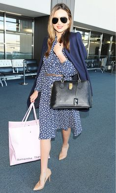If you've ever wondered how the Victoria's Secret model always looks so polished and put together at the airport, today's story is for you! So what's her secret? The stylish mom always finishes her airport look by draping a jacket over her shoulders, which lends for instant chicness!