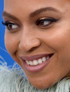 beyonce - congratulations! beyonce queen bey pregnant red carpet makeup celeb celebrity celebritycloseup