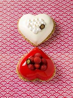 Saint Valentin 2015 by Dalloyau Valentines Surprise, Valentine Desserts, Valentines Day Dinner, Valentines Day Desserts, Valentine Cake, Saint Valentine, Dinner On A Budget, French Pastries, How To Make Chocolate