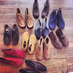 Quite the Originals collection! Clarks Desert Boot, Desert Boots, Black Hippy, Clarks Originals, Mod Fashion, Kinds Of Shoes, Gentleman Style, Hiphop, Leather Shoes