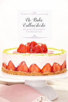 Hier ist ein tolles Sommerrezept von einer Erdbeertorte mit Mascarpone-Frischkäsecreme. No Bake Torten sind leicht herzustellen und schmecken sündhaft lecker! #Erdbeertorte #Erdbeeren #Strawberrycake #Nobake