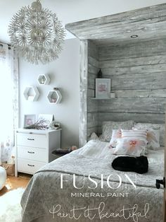 Paint a DIY Rustic Barn board Headboard finish for a Farmhouse look! Using Fusion Mineral Paint create a white wash rustic paint finish similar to shiplap walls Driftwood Headboard, Shiplap Headboard, Shabby Chic Furniture, Rustic Furniture, Painted Furniture, Antique Furniture, Bamboo Furniture, Western Furniture, Funky Furniture