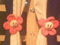 Flor pega cortina...