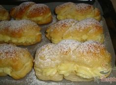 Die besten Milchbrötchen mit Vanillecreme Time and again I read how delicious they are. Small Batch Waffle Recipe, Best Pancake Recipe, Baking Recipes, Cake Recipes, Dessert Recipes, Mini Desserts, Breakfast Waffle Recipes, German Baking, Czech Recipes