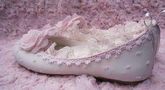 zapatos-de-comunion-exclusivos-las-mejores-bailarinas-de-comunion-corte-flamenco-tipo-puntilla-en-el-escote-doble.jpg