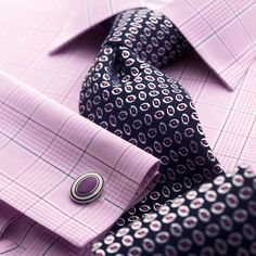 lilac prince of wales shirt by charles tyrwhitt Frm bd: Shirt & Tie Combo I just love Lilac and Navy combo! Shirt Tie Combo, Dress Shirt And Tie, Fitted Dress Shirts, Suit And Tie, Sharp Dressed Man, Well Dressed Men, Shirt And Tie Combinations, Charles Tyrwhitt, Business Outfit