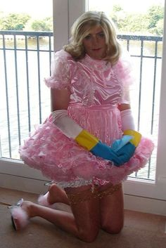 Sissy Maid Samantha working under sissy hypnosis