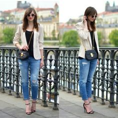 Blazer e jeans destroyed