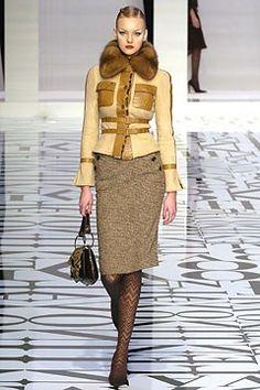 Valentino Fall 2004 Ready-to-Wear Fashion Show - Caroline Trentini (Elite)
