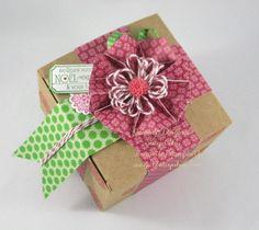 Boîte cadeau avec fleur hexagonale/ with hexagonal flower gift box