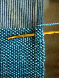 Cricket Loom Tips Inkle Weaving, Inkle Loom, Loom Knitting Patterns, Weaving Patterns, Finger Weaving, Hand Weaving, Hem Stitch, Weaving Projects, Tapestry Weaving