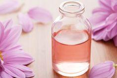 J'utilise des huiles essentielles contre la diarrhée 2 gouttes de camomille ou lavande dans la tisane contre les vomissements 2 gouttes de menthe poivrée avec du miel après avoir vomi