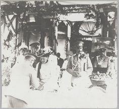Bazar em Yalta, 1914: Os produtos de venda da Imperatriz Alexandra feitos por ela em sua mesa.