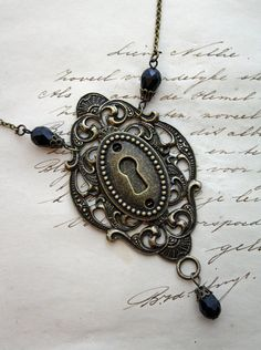 Keyhole Necklace Steampunk Necklace Ornate Bronze antiqued Gold Black Beads Keyhole Steampunk - Vintage style Steampunk Baroque Victorian