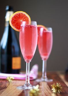 Blood Orange and Pomegranate Champagne Cocktails - Tart, juicy, and so happy, the pomegranate arils dance in the bubbles! Champagne Cocktail, Cocktail Drinks, Cocktail Recipes, Vodka Cocktails, Margarita Recipes, Summer Cocktails, Party Drinks, Fun Drinks, Yummy Drinks