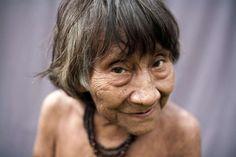 Domorodci zkmene Awá žili dlouho vharmonii spřírodou a nedotčeni civilizací. Moderní doba a honba za penězi je ale přinutila velmi rychle se probudit zesna.