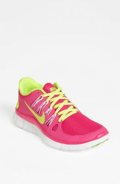 Neon Nike sneakers // be seen a mile away - so dazzling! This inspires me to take up running...