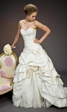 Pnina Tornai 11029 6: buy this dress for a fraction of the salon price on PreOwnedWeddingDresses.com