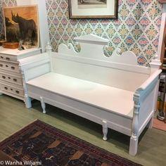 Vaalea talonpoikaissohva 18/1900-luvun vaihteesta. Kunnostettu. Decor, Furniture, Storage Bench, Home Decor, Storage, Bench