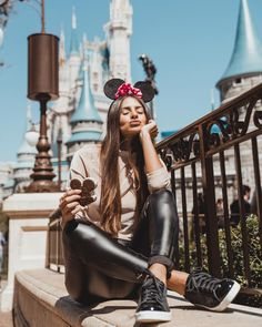 Best Photo Guide - Trouble Taking Photos with Beautiful Poses? Disney World Pictures, Cute Disney Pictures, Disneyland Outfits, Disney Outfits, Disney Poses, Tumblr Photography, Travel Photography, Fashion Photography, Photography Ideas