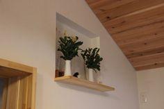 コーディネートNo.684858「」。10,000枚以上の美しい家の写真から好きな1枚を探そう。あなただけのお気に入りフォルダやまとめを作ってみませんか?会員登録は無料です! Altar Design, Tatami Room, Japanese Interior, Floating Shelves, Interior And Exterior, My House, Diy And Crafts, House Plans, Cool Designs