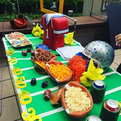 Whether you love the game or just want to be part of the action, Jane's make-it-yourself tailgate ideas will score big with your fans!