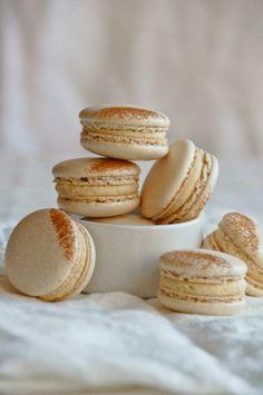 Hint of Vanilla: French Toast Macarons Yummy Treats, Delicious Desserts, Sweet Treats, Yummy Food, French Macarons Recipe, French Macaroons, Vanilla Recipes, Sweet Recipes, Cookie Recipes