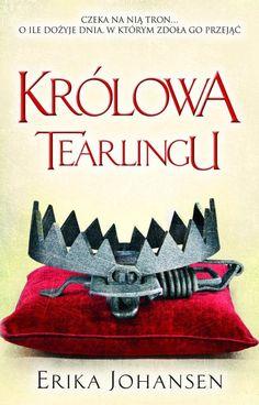 Królowa Tearlingu to bardzo dobra pozycja z serii young adult. I mimo, ze początkowo przypomina książkę dla nieco młodszych czytelników (wolno rozwijająca się akcja, nieco naiwna bohaterka, dość przewidywalny wątek fabularny), to jednak bardzo szybko okazało się, ze to lektura dla starszych miłośników fantastyki (takich +15), bowiem na kartach powieści przewija się spora liczba wulgaryzmów i brutalnych scen, nie wspominając o licznych wątkach polityczno-historycznych.