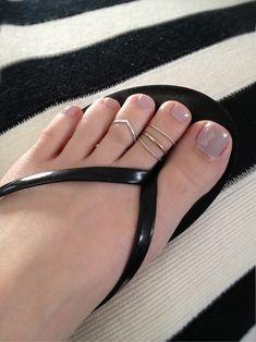 Chevron toe ring stack..... @asiayamanaka will u make this for me?