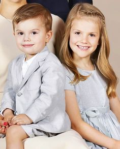 One of the sweetest royal siblings ever! This photo of Princess Estelle and Prince Oscar of Sweden for their official family photograph…