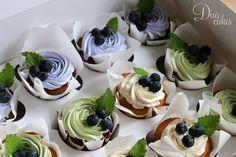 Дизайнерские торты в Екатеринбурге   DIVA CAKES Fruit Cupcakes, Buttercream Cupcakes, Cupcake Cookies, Fruit Recipes, Apple Recipes, Wedding Cake Cookies, Fruit Dishes, Small Cake, Pastry Cake
