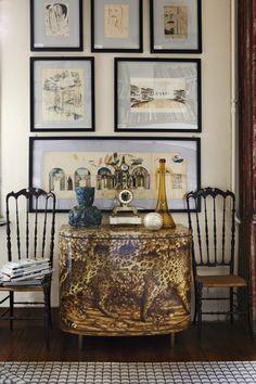 Casa Fornasetti : vivre d'art et d'humour.    Une commode Léopard des années 50 illustre la qualité des réalisations artisanales de Fornasetti.