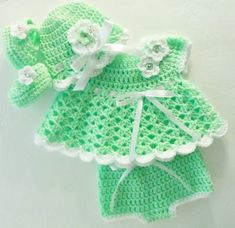 He encontrado este interesante anuncio de Etsy en https://www.etsy.com/es/listing/220584525/crochet-kiwi-green-baby-girl-dress-set