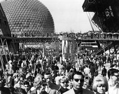 Crowded daily routine at Expo Montreal, Canada 1967 Expo 67 Montreal, Montreal Canada, Newfoundland And Labrador, Prince Edward Island, World's Fair, Ancient Egypt, Lounge, Vintage Photos, Pop Culture
