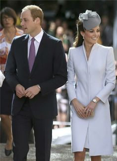 Kate Middleton deslumbra vestida de Alexander McQueen el Domingo de Pascua en Sídney  http://www.marcelafittipaldi.com/2014/04/kate-middleton-deslumbra-vestida-de.html… pic.twitter.com/QCheQlcaR2