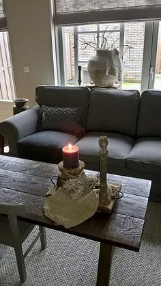 Binnenkijken in een landelijk sober interieur Sober, Love Seat, Couch, Living Room, Inspiration, Furniture, Home Decor, Biblical Inspiration, Homemade Home Decor