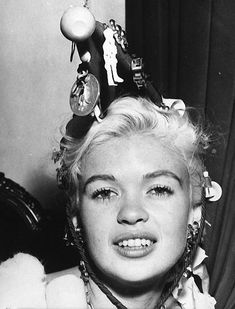 Diana Dors, Jayne Mansfield, Movie Photo, Film Industry, Hollywood, Actresses, Black And White, Movies, Rocks