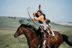 This is Plains Horse Archery. The only form of horse archery originating from… Native American Horses, Native American Warrior, Native American Pictures, Native American Beauty, American Indian Art, Native American History, American Indians, Mounted Archery, Indian Horses