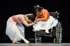 """""""O sonho da igualdade só cresce no terreno do respeito pelas diferenças"""" Augusto Cury  Mais uma foto desde belíssimo evento chamado #dançabilita  #tramelamultimídia #tramelamultimidia #vamostramelar #boratramelar #vscorecife #vscobrazil #vscobrasil #vscocam #recife #inclusãosocial #dança #dance #ballet #amor #dancers #love #fazerobem #photography #photos #fotografia #fotos #respeito #respect #artes #artescênicas"""