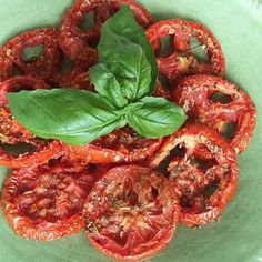 How to make oven roasted tomatoes - a delicious topping for pasta or pizza!