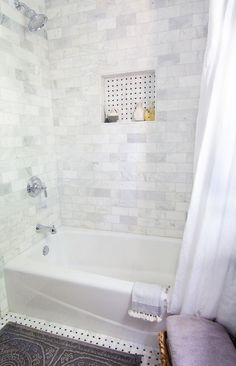 Small Bathroom Tub Shower Combo DIY home decor Ideas Bathroom Tub Shower, Small Bathroom With Shower, Bathroom Flooring, Bathroom Fixtures, Bathtub Shower Combo, Shower With Tub, Bath Tubs, Bathroom Cabinets, Bathroom Furniture