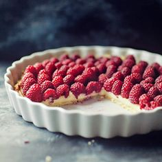 Raspberry and Marscapone Tart.Raspberry and lemon are my spring baking loves and this Tart is amazing, I drizzle lemon over the raspberrys Just Desserts, Dessert Recipes, Raspberry Tarts, Raspberry Cheesecake, Eat Dessert First, Love Food, Sweet Recipes, Cupcake Cakes, Sweet Tooth