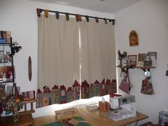 Club Couture, Cortinas Country, Patchwork Curtains, Cute Curtains, Quilting Room, Study Rooms, Fabric Houses, Patch Quilt, Sewing Rooms