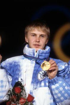 Matti Nykänen oli 25-vuotias Calgaryn olympialaisten aikaan. Eddie Edward, Sport Icon, Sports Stars, Finland, Olympics, Skiing, Athlete, Blue And White, Women's Fashion