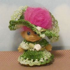 """2"""" green crocheted dress/floppy hat TROLL DOLL: pink roses #Unknown"""