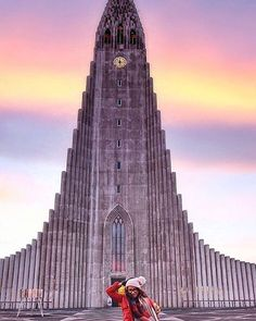Dame Traveler @indra.bidy: Hallgrimskirkja at 10Am... The light of the early morning sky was so amazing in Iceland... #dametraveler Hotels-live.com via https://www.instagram.com/p/BChMhAHvwXX/