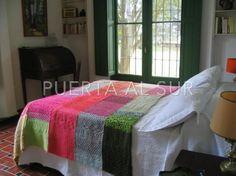 Manta tejida de colores vivos