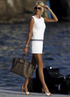 Swedish celebrity model Victoria Silvstedt with Hermes Birkin bag Looks Style, Looks Cool, Style Me, Mode Chic, Mode Style, Style Victoria Beckham, Estilo Navy, Glamorous Chic Life, Victoria Silvstedt