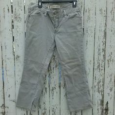 """Gap cropped jeans Low rise, stone gray in color. Small marker stain on leg, see last pic, not very noticeable.  Otherwise in excellent condition. Regular fit 99% cotton 1% spandex. Inseam is 24 1/2"""". GAP Jeans Ankle & Cropped"""